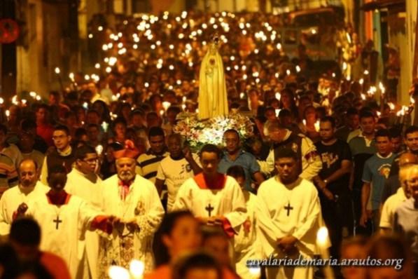 Procissão Luminosa com Dom Elio Rama, atual bispo de Pinheiro/MA