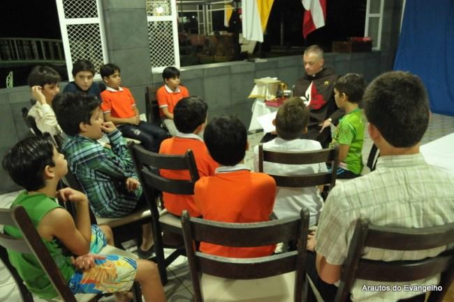 Reunião com os alunos do Projeto Futuro & Vida dada pelo Pe. Santiago Canals