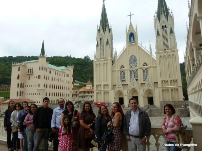 Famílias de Pernambuco visitam Basílica Nossa Senhora do Rosário, dos Arautos do Evangelho