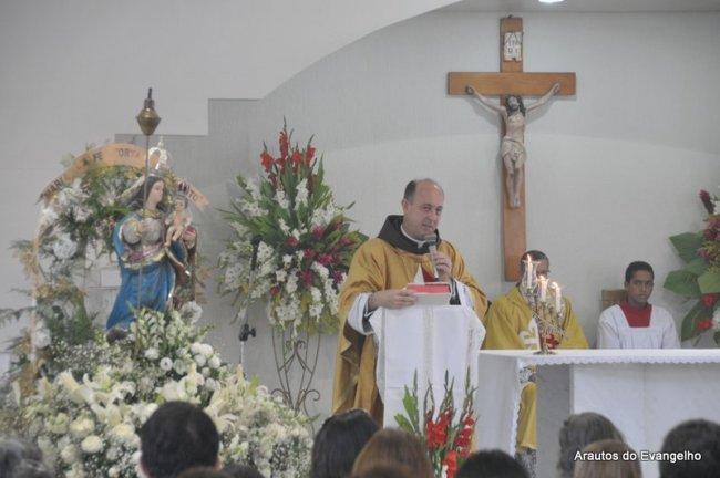 Pe. Célio Casale faz a homilia na Paróquia Nossa Senhora das Candeias