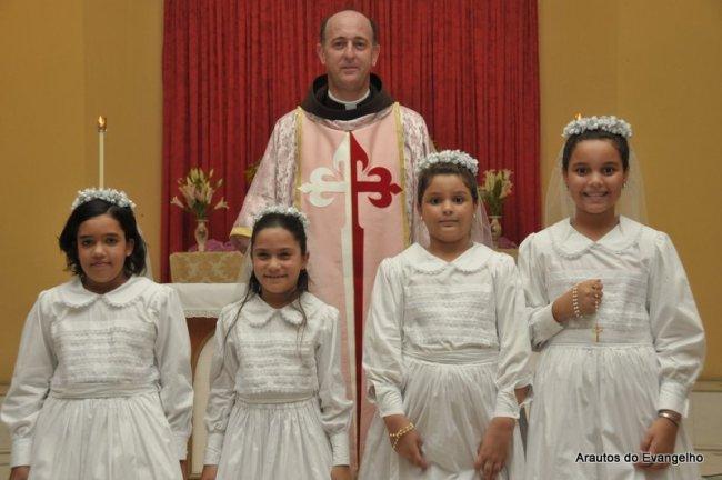 Primeira Comunhão na sede dos Arautos do Evangelho em Recife