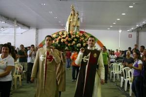 Entrada com imagem de Nossa Senhora da Penha no Vinde Vede 2011 em Vitória