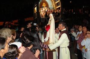 Coroação da imagem de Nossa Senhora na Capela Bom Pastor
