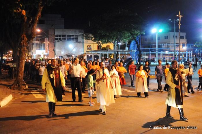 Procissão luminosa na Paróquia Nossa Senhora da Glória