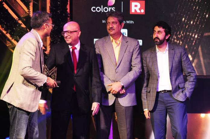 image-team-HOTSTAR-collecting-award-Marquees-2018-awarded-to-best-brands-by-Ad-Club-MediaBrief-2