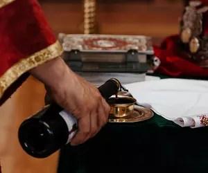 """""""Adresa"""" prin care Episcopia Hușilor îi amintește unui preot că nu și-a ridicat cota de vin a devenit virală. Reacția BOR"""