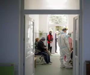 Tot nu vă gândiți să obligați spitalele private să ajute? Nici n-ar fi o naționalizare, cuvânt de nerostit la noi