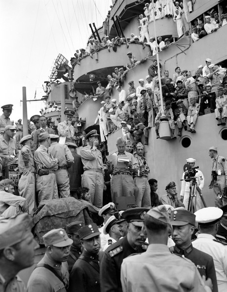Description of  September 2, 1945: Spectators and correspondents from all over the world pick vantage positions on the deck of the USS Missouri, in Tokyo Bay to watch the formal Japanese surrender ceremony marking the end of World War II. (AP Photo, Frank Filan)