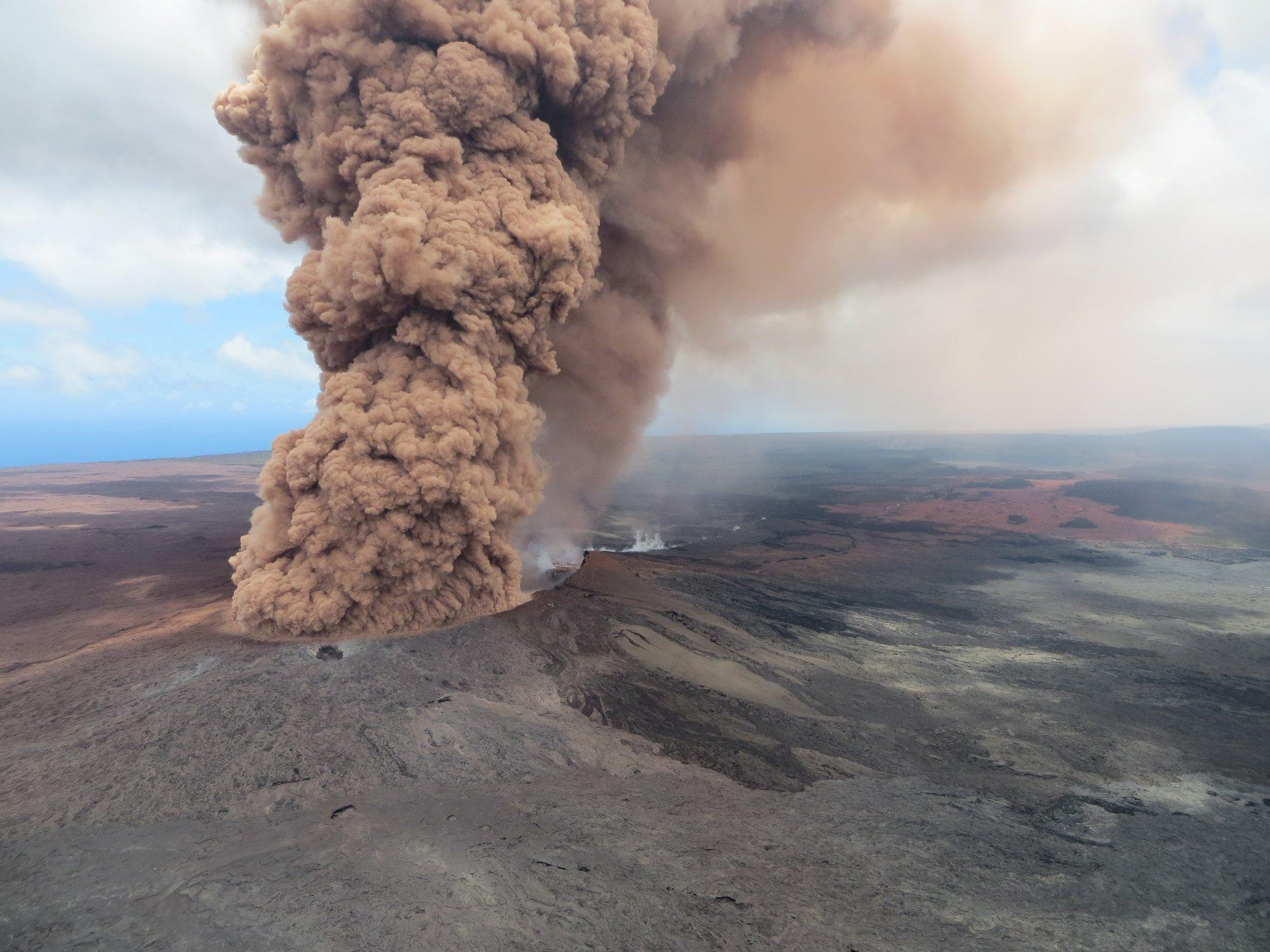 K Lauea One Year Later Volcanic Hazards Remain A Threat