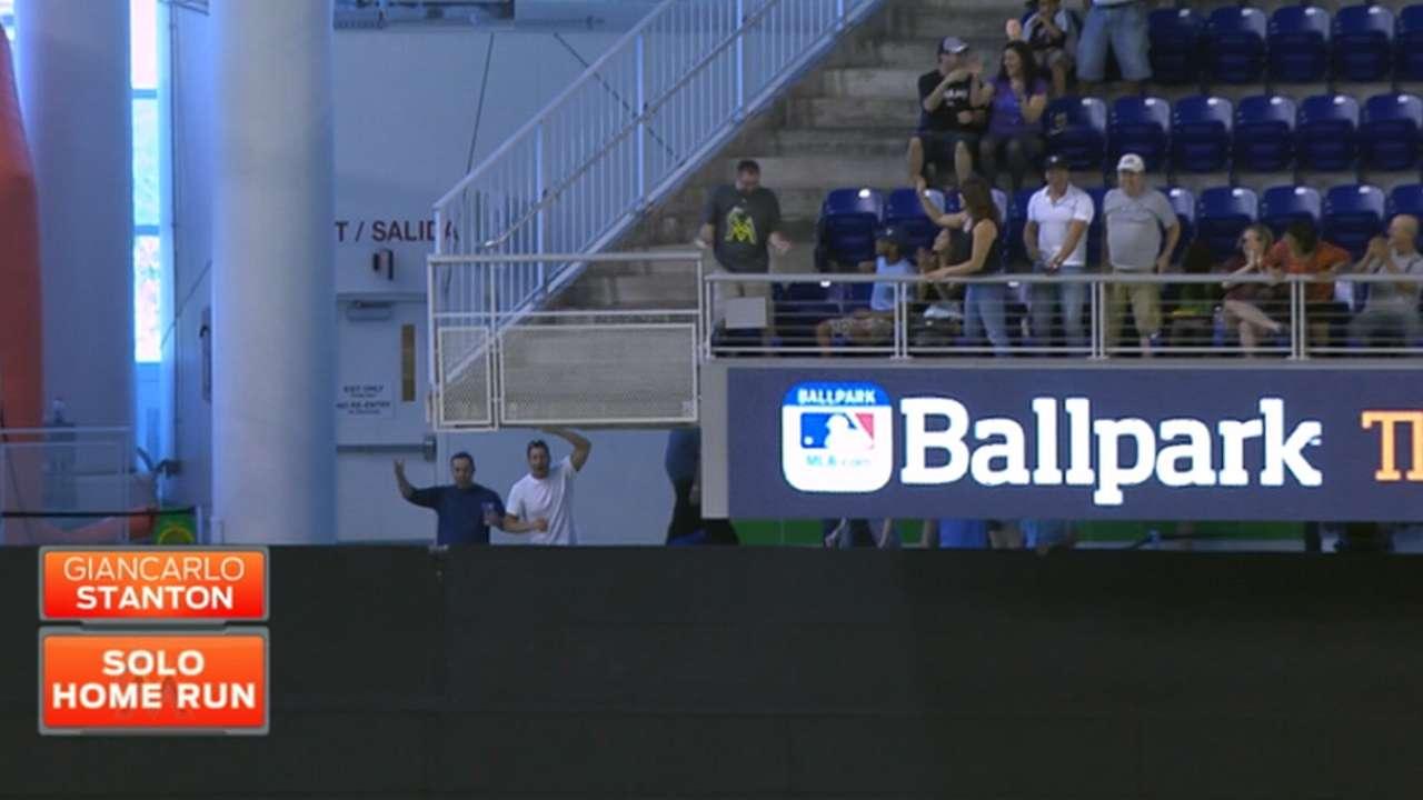 Fan barehands Stanton's home run