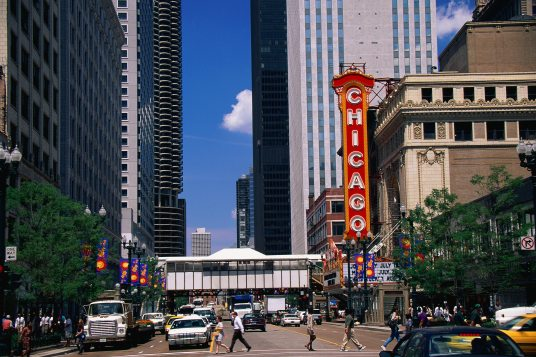 15 closest hotels to chicago theatre in