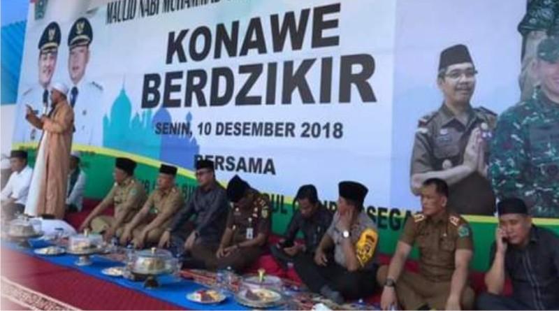 Suasana dzikir akbar dalam rangka memperingati maulid Nabi Muhammad SAW, yang digelar di halaman Kantor Bupati Konawe, Senin (10/12/2018)