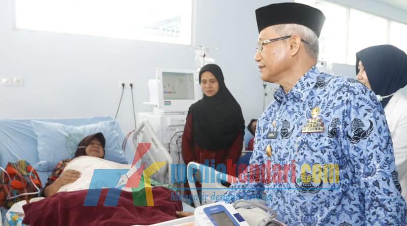 Wagub Sultra Lukman Abunawas saat meninjau RS Bahteramas. ( Foto : Kuming Biro Kerjasama dan Komunikasi Publik Setda Sultra for mediakendari.com)