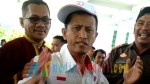 Aslan, atlet petangque saat memprotes di hari ulang tahun bombana yang 15.