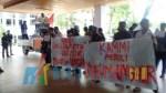 Organisasi Kesatuan Aksi Mahasiswa Muslim Indonesia (KAMMI) Pengurus Daerah Kendari berdemonstrasi di DPRD Provinsi Sultra