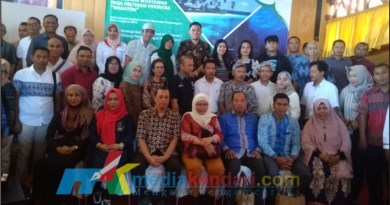 foto bersama pesertan FGD