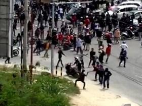 Sekelompok Orang Blokade Jalan Protokol