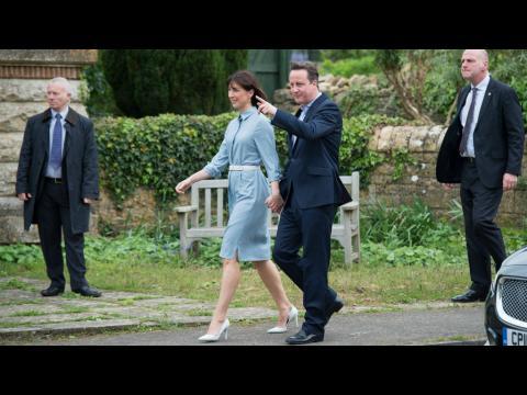 Le parti de David Cameron donné largement en tête aux législatives