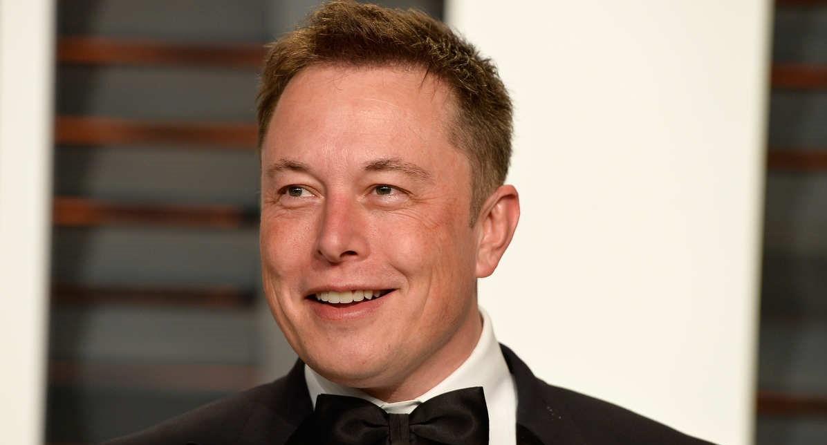 """Илон Маск спел песню """"Трава у дома"""", спасибо технологии Deepfake. И люди не могут дождаться реакции бизнесмена"""