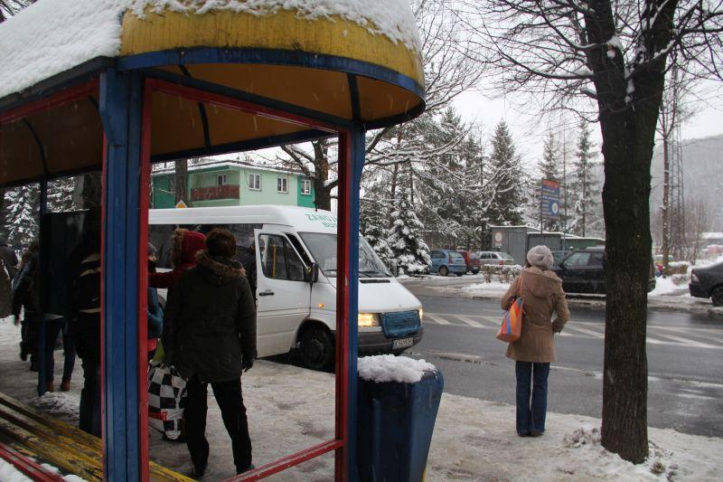 Gdyby tak pod wiatą w zimny poranek stanął na przystanku burmistrz...