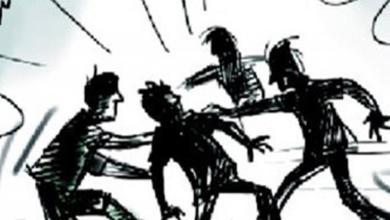 Photo of ഇരിങ്ങാലക്കുട നഗരസഭായോഗത്തിൽ കൈയ്യാങ്കളി ; എൽ.ഡി.എഫ്. – യു.ഡി.എഫ്. പ്രവർത്തകർ തമ്മിലായിരുന്നു സംഘർഷം