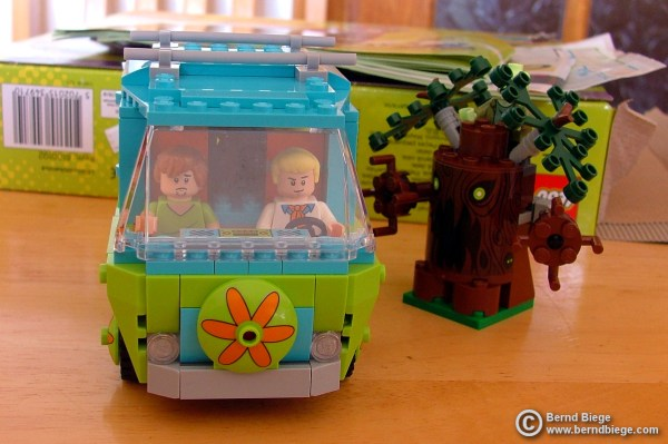 The Mystery Machine, Fred in the driving seat.