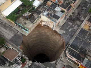guatemala sinkhole looks like it goes to centre of the earth