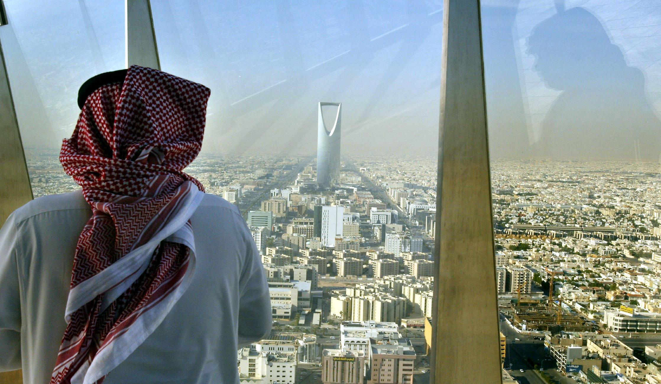 بعد ارتفاع معدل الإصابات.. السعودية تفرض قيوداً جديدة
