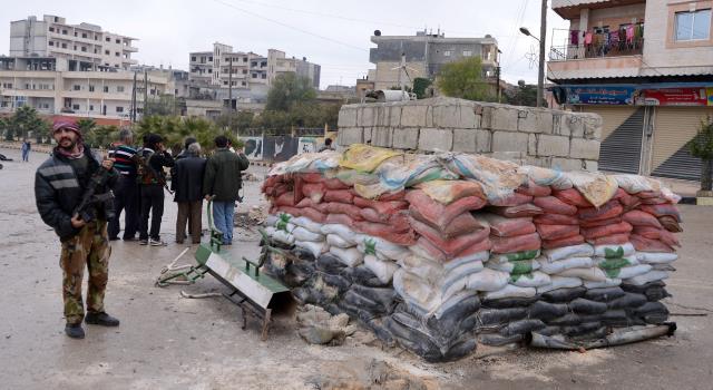 الأمن السوري يعتقل عشرات الشباب بتهمة التعامل بالدولار