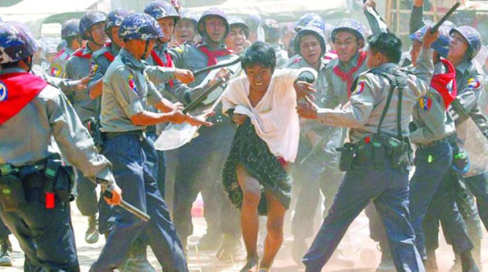 """لأنها تحرض على العنف """"فيس بوك"""" يزيل صفحة جيش ميانمار"""