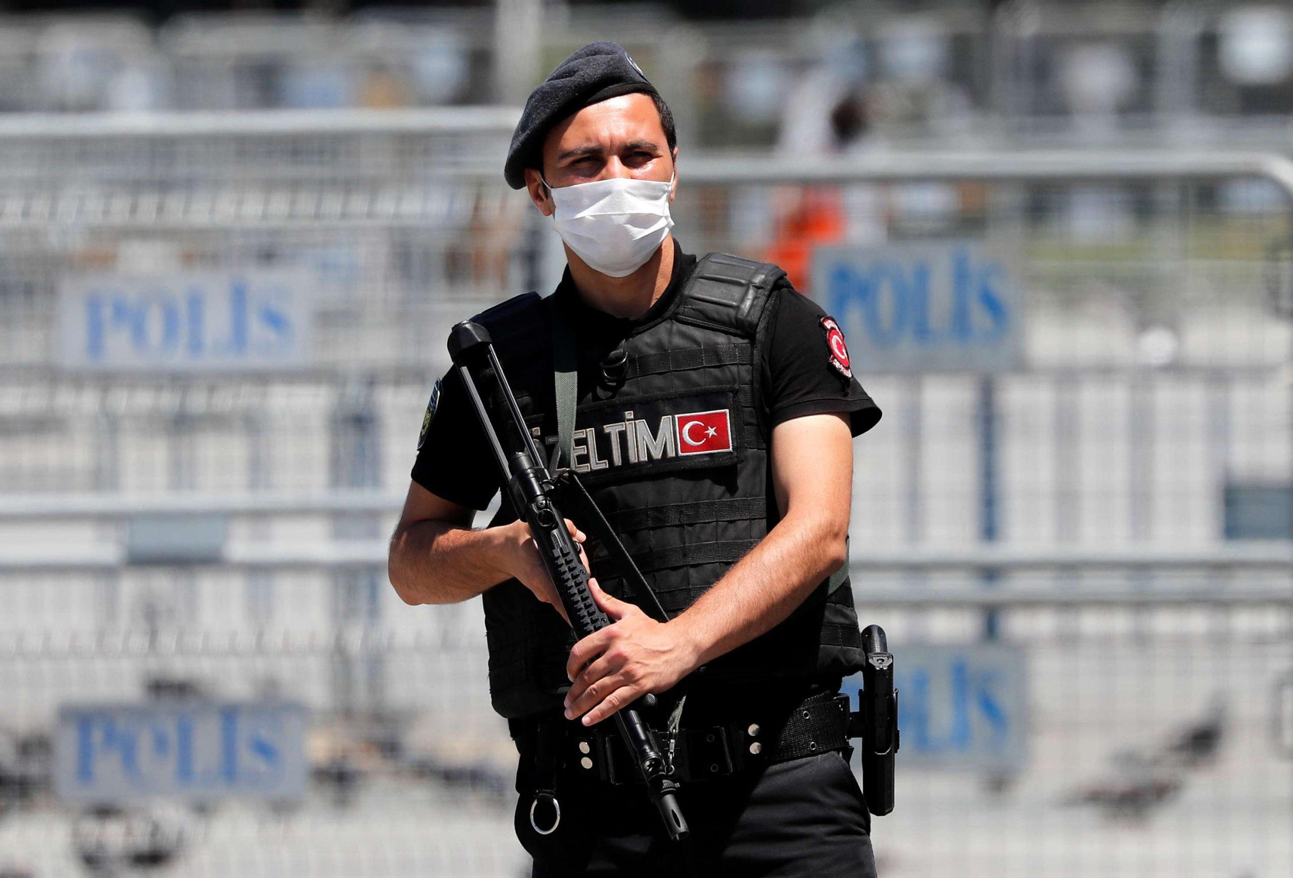 تركيا تعتقل دبلوماسي إيراني متورط بعملية إغتيال