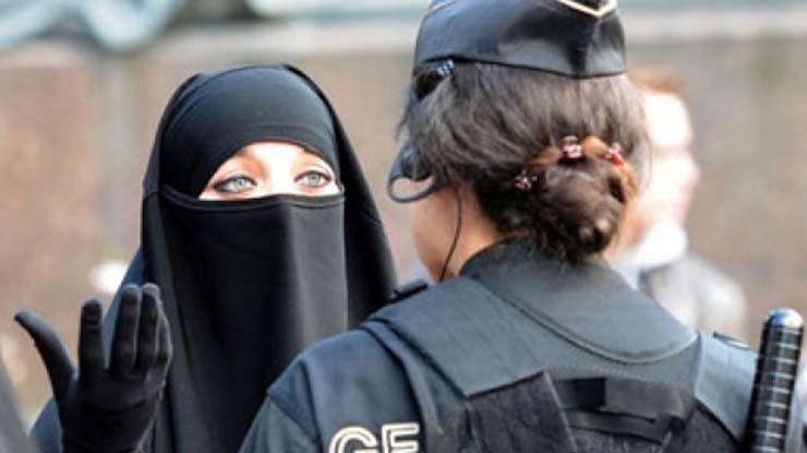 """سويسرا تصوت غداً على حظر """"النقاب"""" في الأماكن العامة"""