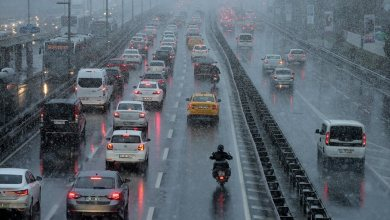 الأمطار الغزيرة تتسبب في شلل مروري بطرقات إسطنبول
