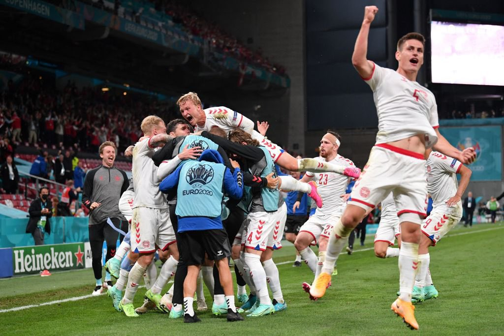 الدنمارك تسحق روسيا برباعية وتطرده من بطولة أمم أوروبا