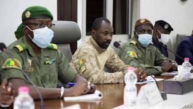 تعرض الرئيس المؤقت في مالي لهجوم بالسكين أثناء صلاة العيد