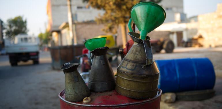 وزارة النفط السورية تخفض مخصصات المازوت للمواطن إلى 50 لتر فقطوزارة النفط السورية تخفض مخصصات المازوت للمواطن إلى 50 لتر فقط