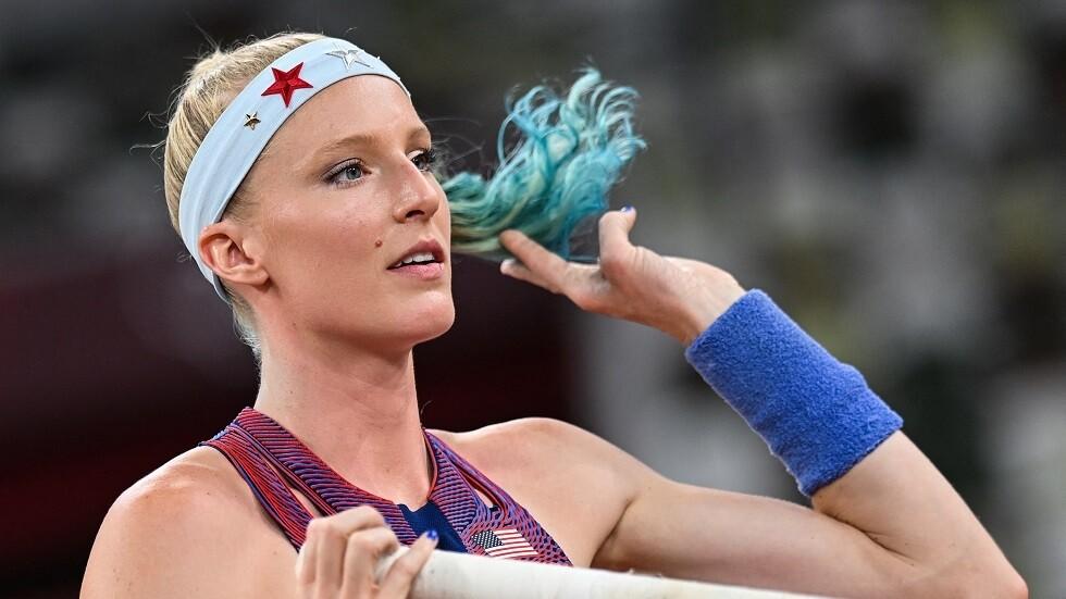 """تحطمت أحلام اللاعبة """"ساندي موريس"""" أبرز المرشحات للتتويج بالميدالية الذهبية في أولمبياد """"طوكيو 2020""""، بعد كسر عصاها، وخرجت من المنافسات والدموع تنهمر من عينيها."""
