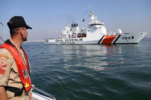 إنقاذ 61 مهاجراً غير نظامي في مياه بحر إيجه بتركيا