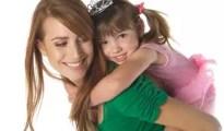 ibu-cantik-merawat-anak