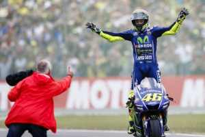 MotoGP: Valentino Rossi pens two-year contract extension with Yamaha