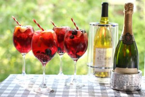 7 Tips to Make Summer Entertaining a Breeze