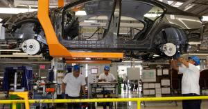 Auto workers to return to work, providing hope in jobs crisis