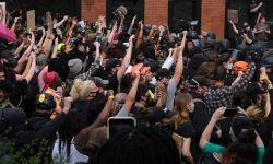 Breonna Taylor: crowds march after grand jury refuses to charge officers in killing