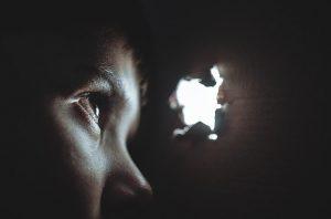 Pengaruh jiwa masa kecil yang terluka dalam pengasuhan Anak. Photo by : Pixabay