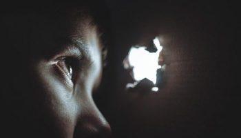 Pengaruh jiwa masa kecil yang terluka dalam pengasuhan Anak
