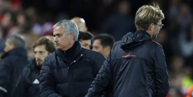 Football - Championnat d'Angleterre - José Mourinho a salué Jürgen Klopp après le match nul de MU (0-0), à Liverpool. (Reuters)