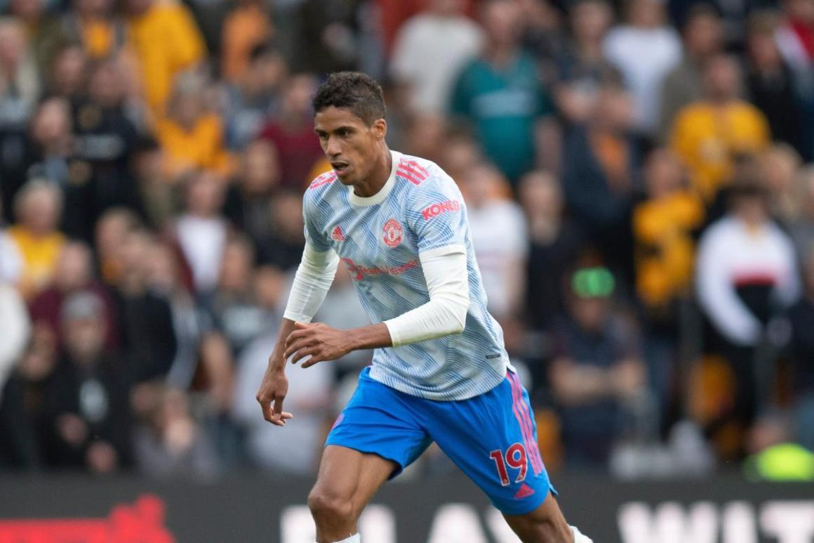Raphaël Varane entre à la mi-temps à Berne avec Manchester United - L'Équipe