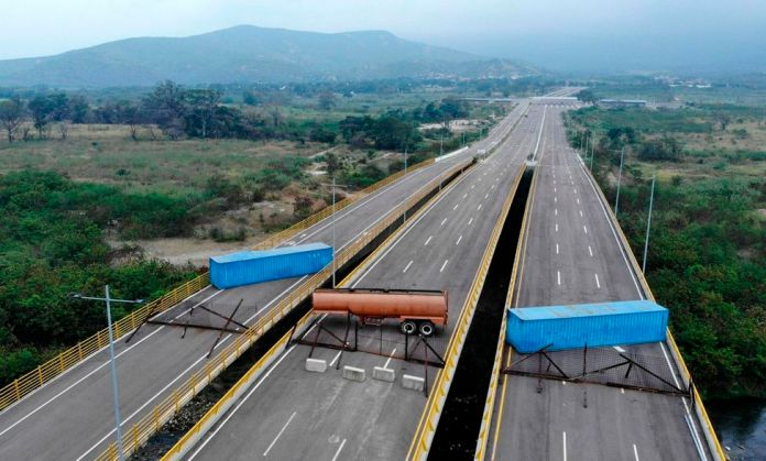 Aerial view of the Tienditas Bridge, in the border between Cucuta, Colombia and Tachira, Venezuela, after Venezuelan military forces blocked with containers on February 6, 2019. - Venezuelan military officers blocked a bridge on the border with Colombia Juan Guaido stepped up his challenge to President Nicolas Maduro's authority. (Photo by EDINSON ESTUPINAN / AFP)