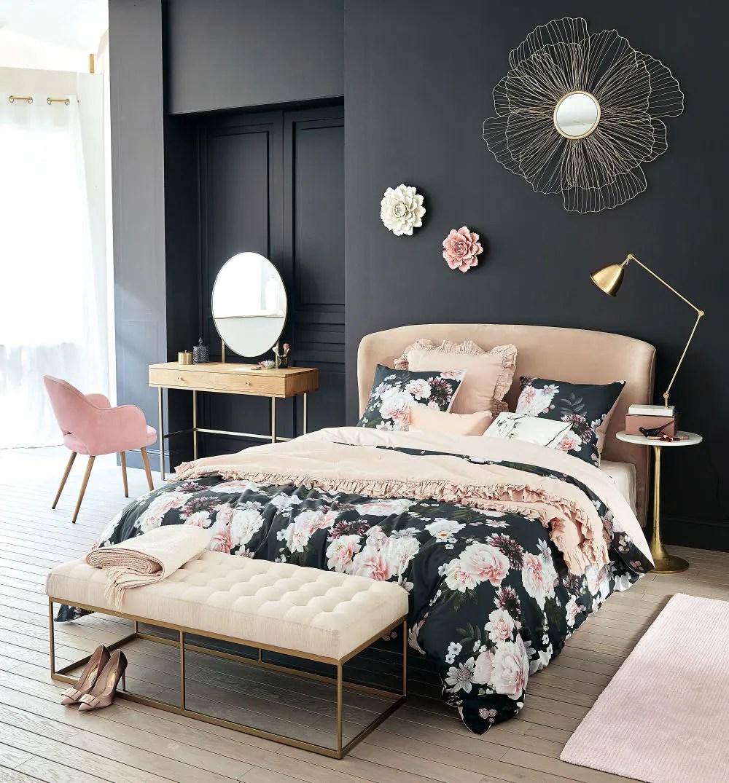bout de lit capitonne beige et metal coloris laiton maisons du monde