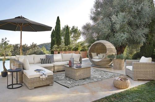 black outdoor rug with white leaf print 180x270 maisons du monde